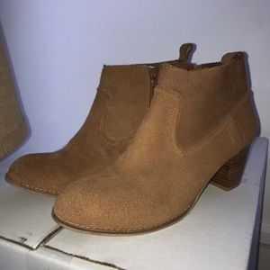 Dolce Vita brown suede booties